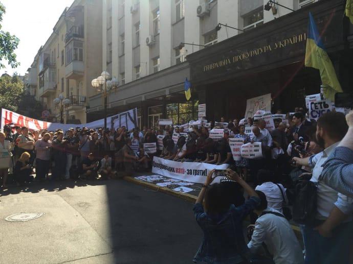 Активисты требуют не трогать НАБУ и ликвидировать скандальный департамент