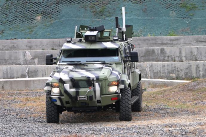 Гройсман презентовал новый украинский беспилотный броневик