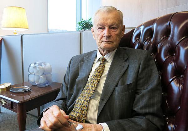 Збигнев Бжезинский: Янукович понял, что не имеет шансов на честных выборах. Поэтому пошел под зонтик Путина