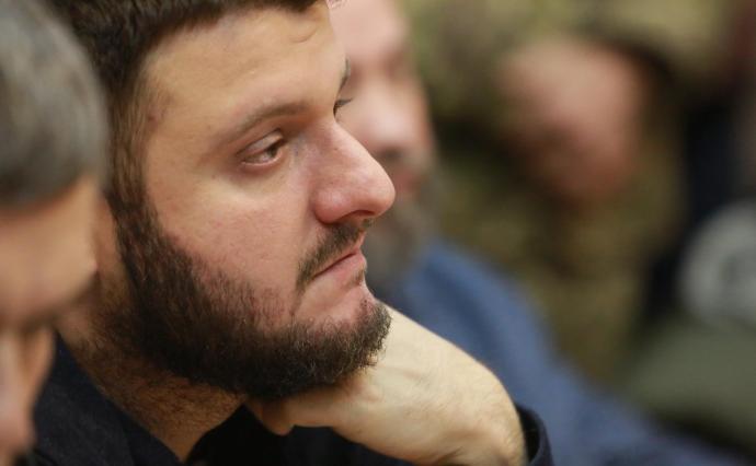 Суд повернув синові Авакова закордонний паспорт і зняв браслет