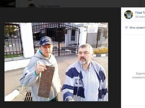 Табличку сдома Немцова сняли члены движения SERB