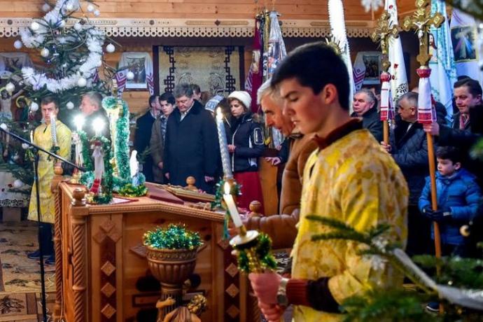 Президент зродиною взяв участь убогослужінні в Івано-Франківській області