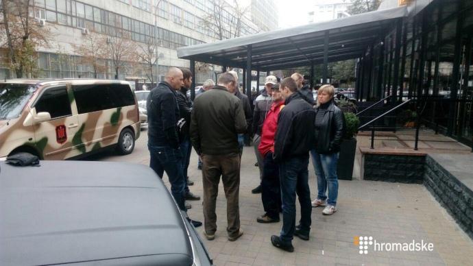 Около Печерского суда вКиеве произошла драка, есть пострадавшие