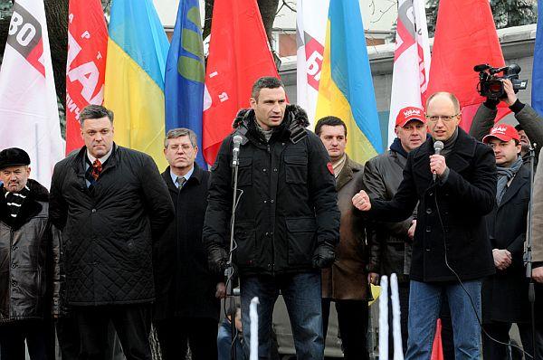 Яценюка теж захлиснули емоції на франківському марші