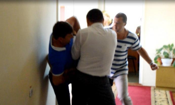 Депутати вМиколаєві влаштували жорстоку бійку, залучили боксера