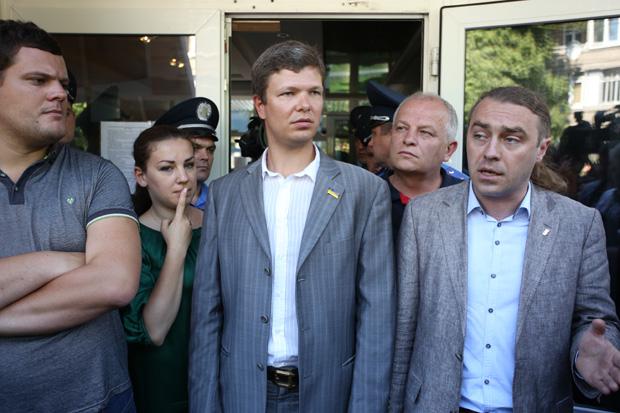 Свободовцы Игорь Мирошниченко и Андрей Илльенко не застали министра, уехал в Кабмин