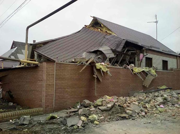 Боевики обстреляли Марьинку иНиколаевку, повреждены дома илинии электропередач