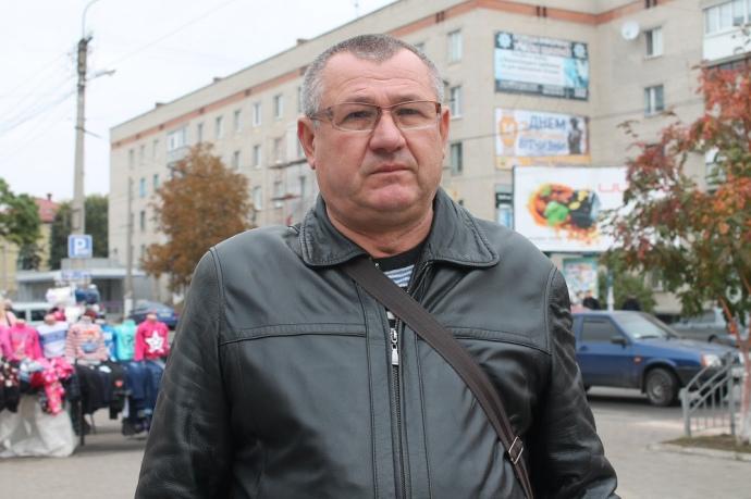 Володимир Полосенко допомагає тещі