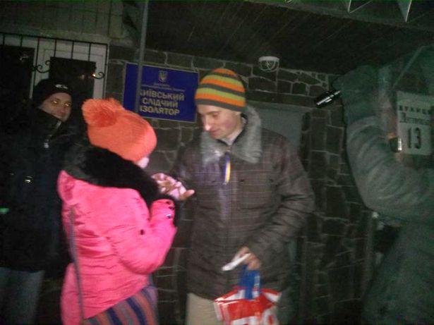 Повернення обручки коханому революціонеру. Фото з Facebook Олесі Мамчич