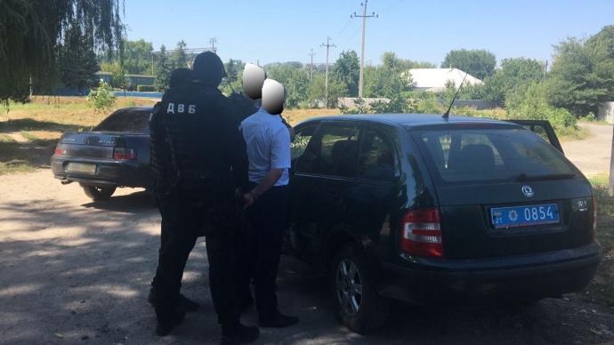 Начальника слідчого відділу Нацполіції вХарківській області затримали нахабарі