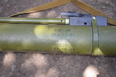 На Донбасі сили АТО виявили схованку російської зброї 2