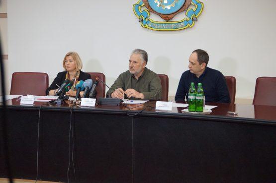 Ірина Геращенко, Павло Жебрівський, Вадим Черниш на спільній прес-конференції у Краматорську 12 січня 2017 року