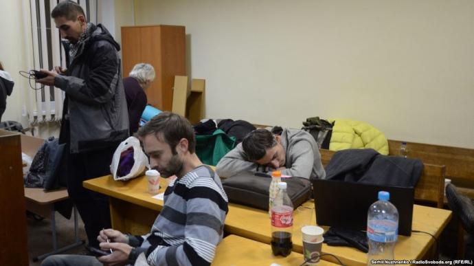 Пострадавшие в итоге разгона Евромайдана уже вторые сутки живут вШевченковском суде