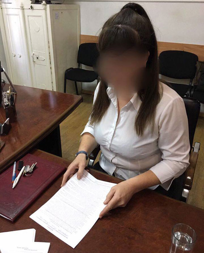 Правоохоронці затримали працівницю Лук'янівського СІЗО засистематичне хабарництво