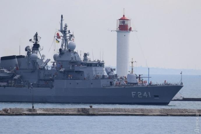 Упорт Одеси для навчань зайшли кораблі і підводний човен ВМС Туреччини