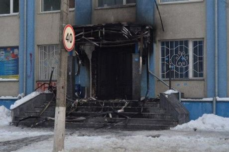 У Рівному підпалили офіс Партії регіонів