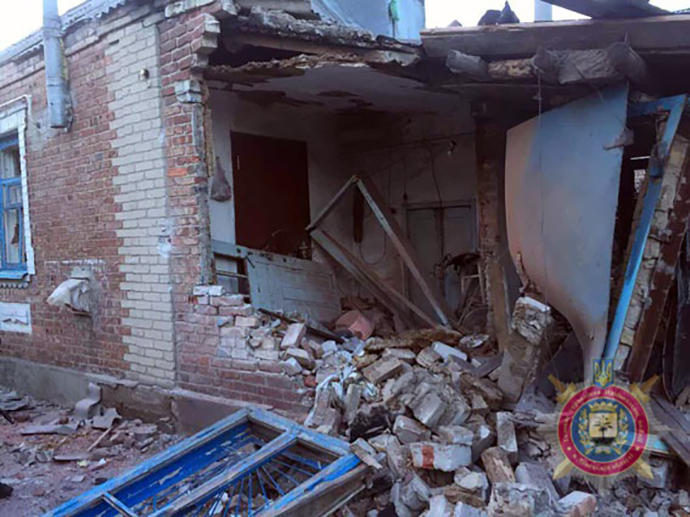 Танковый снаряд попал вжилые дома вАвдеевке, разрушено квартиры