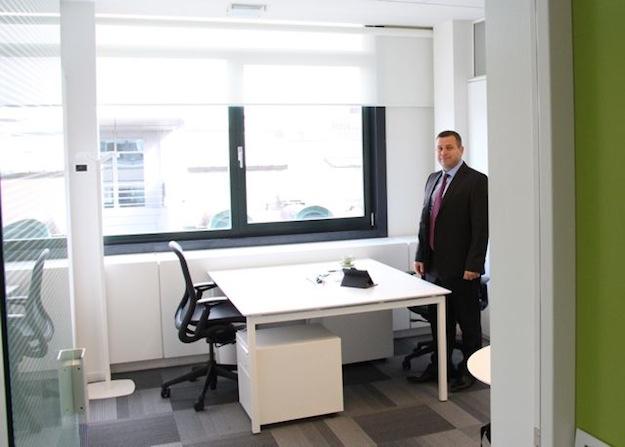 Анатолій Осуховський у власному кабінеті