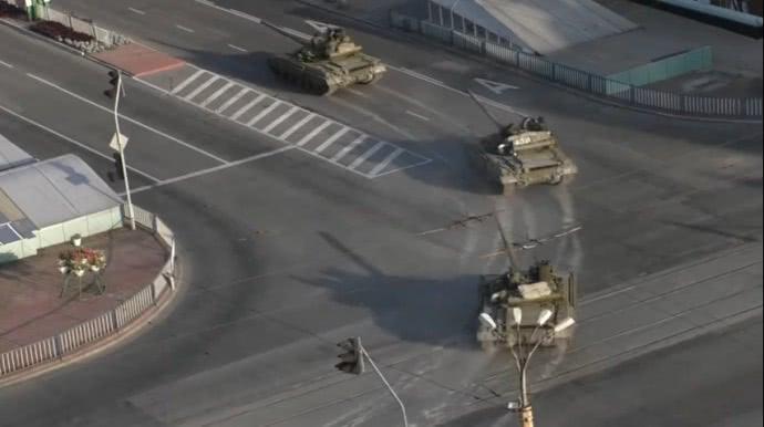 Російські танки на вулицях Луганська. Липень 2014-го