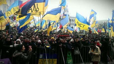 Революция день 15: Вече традиционно началось с молитвы (фото)