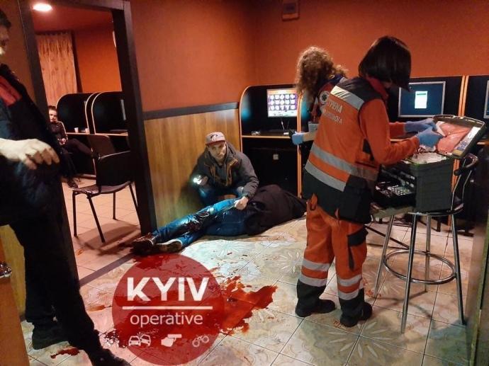 У залі ігрових автоматів в Києві сталася різанина: є жертви