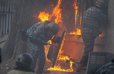 """Горящие правоохранители или как не сладко """"Беркуту""""(фото, видео)"""