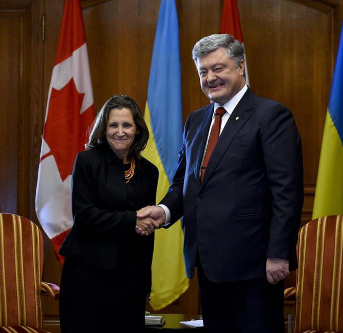 Петро Порошенко і МЗС Канади скоординували підходи щодо місії ООН наДонбасі