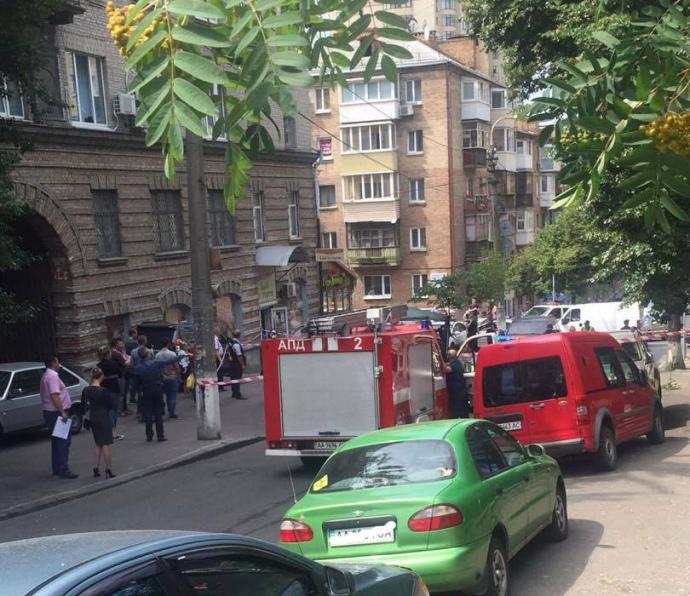 Внаслідок вибуху вцентрі Києва було пошкоджено фасади будівель таавтомобілі