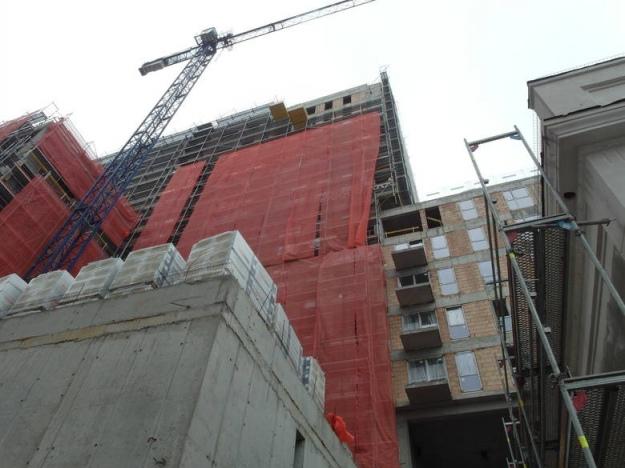 ВПольше рабочий изУкраины упал с15 этажа иразбился насмерть