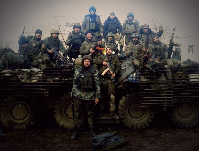 13.11.2014. Бійці ПС вийшли з Донецького аеропорту. На фото є