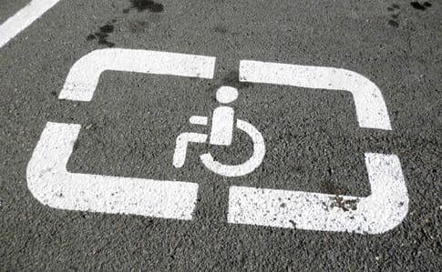 Удвічі збільшили штраф запаркування на місцях інвалідів