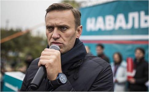 Навальный выпустил новогоднее обращение нафоне рисованного Кремля