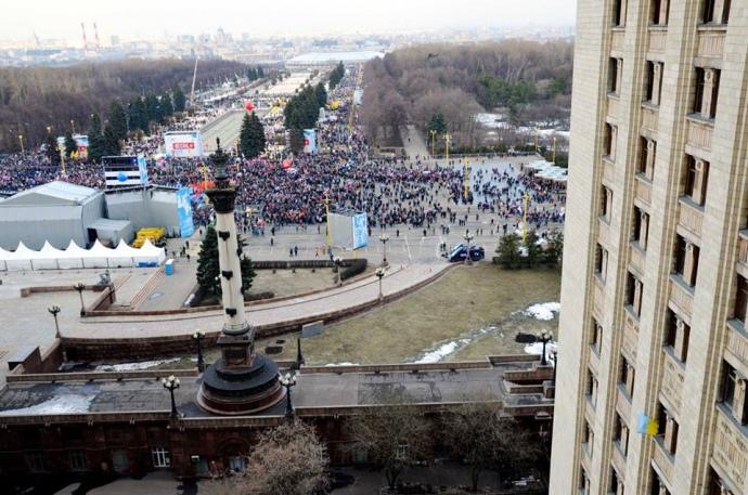 В столице России избили аспиранта МГУ, который вывесил флаг государства Украины