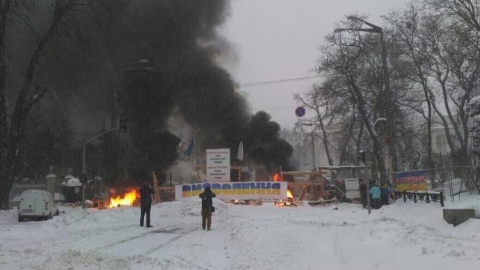 Под Верховной Радой столкновения между полицией и протестующими: есть раненые и задержанные (фото, видео)