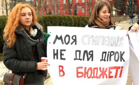 Взамминистра финансов Украины студенты бросили тортом