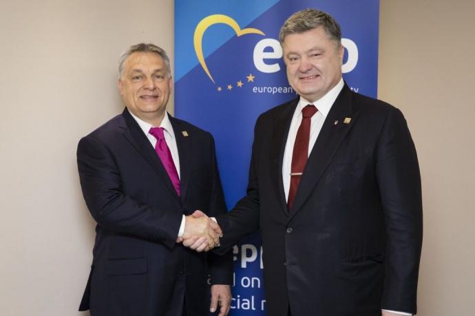 Орбан иПорошенко обсудили узаконивание двойного гражданства для венгров наУкраине