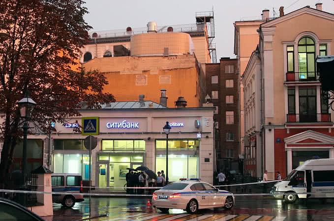 Чоловік, який захопив банк уМоскві, відпустив щеодного заручника