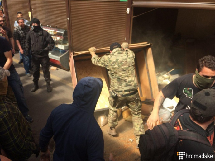 Милиция  массово отпускает участников погрома рынка настанции метро Лесная