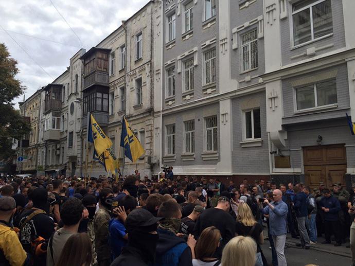 Руководителя киевского Азова отпустили напоруки нардепов