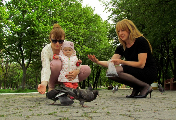 Дети (Кристина, Кира) и Наталья (справа)
