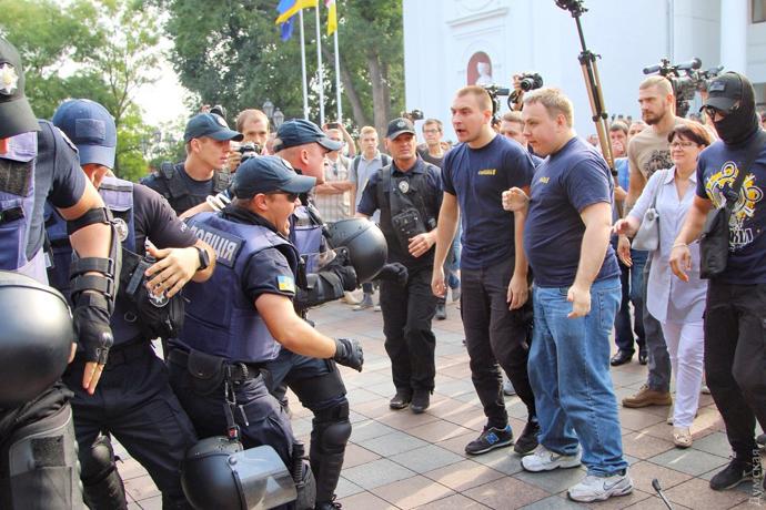 Під мерією Одеси відбулися бійки між мітингувальниками і правоохоронцями