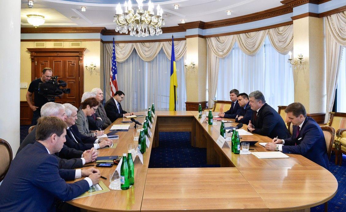 Порошенко закликав Конгрес США збільшити кошти наозброєння оборонного характеру для України