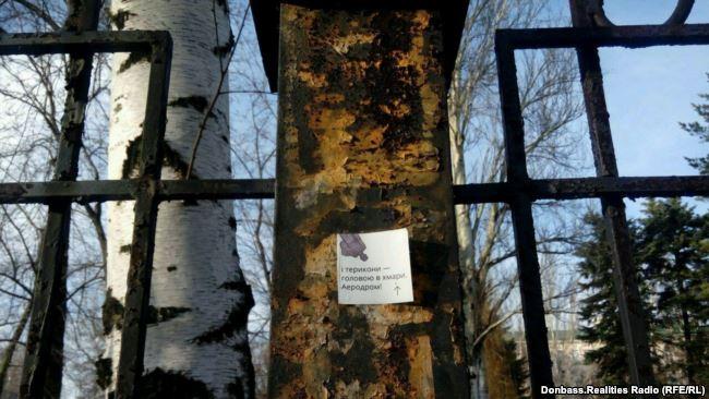 Вокупованому Донецьку розвісили листівки зфотографією Стуса