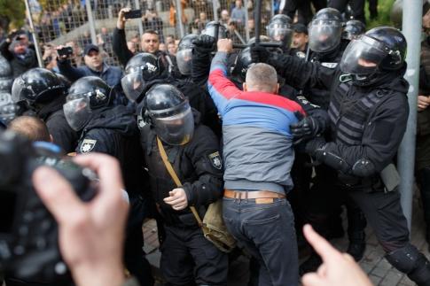 Суд арестовал МихоМайдановца, сорвавшего амуницию снацгвардейца. «Пидозру» вручали вкабинете Януковича