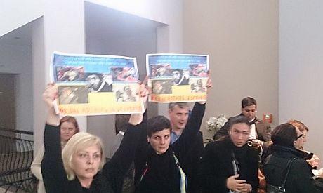 Акция на мероприятии Пинчука в Давосе. Фото из Facebook Пашаева