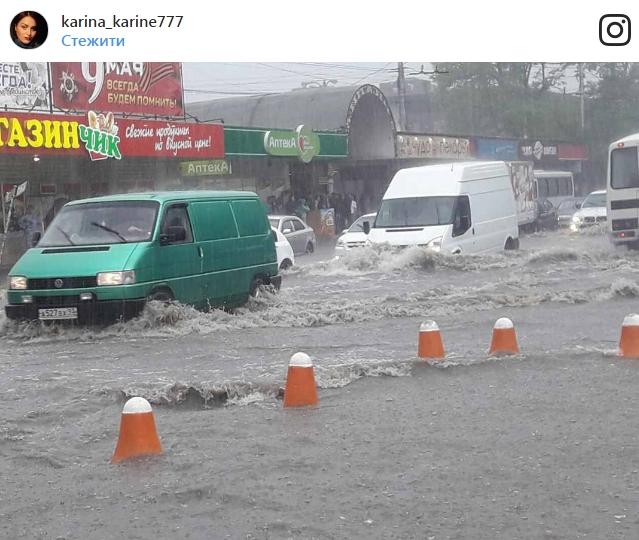 Вокупованому Сімферополі через зливу стався потоп. Фото та відео наслідків стихії
