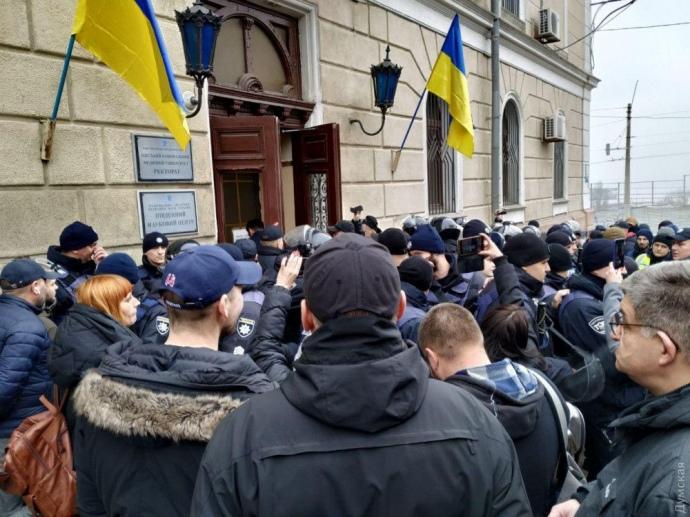 Люди Запорожана замкнулися в ректораті