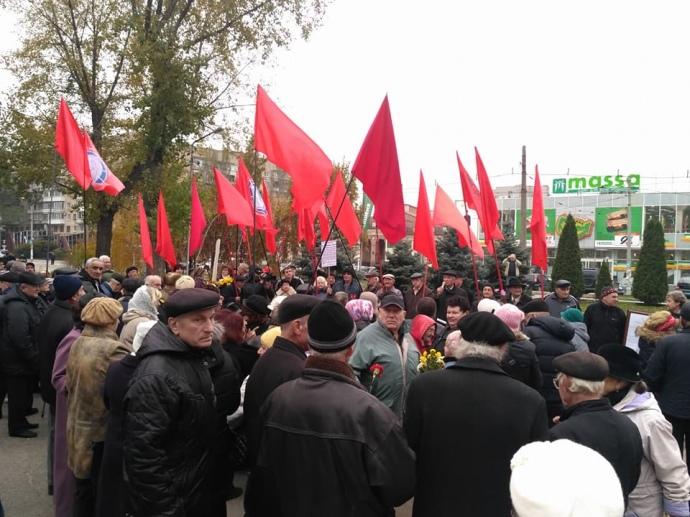 У Запоріжжі пенсіонери вийшли на мітинг на честь