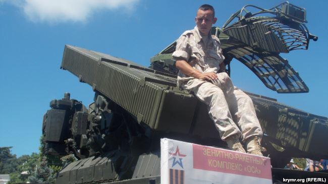 Росіяни показали уанексованому Криму своє озброєння: «Град», «Ураган», С-300