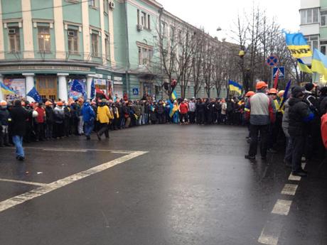 Мітингарі з Євромайдану у центрі Києва блокують урядовий квартал. Фото Михайлини Скорик